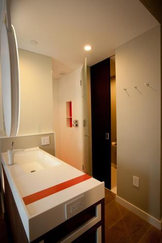 NobleDEN Hotel Улучшенный номер с кроватью размера