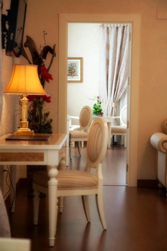 Suite Hotel Santa Isabel 13