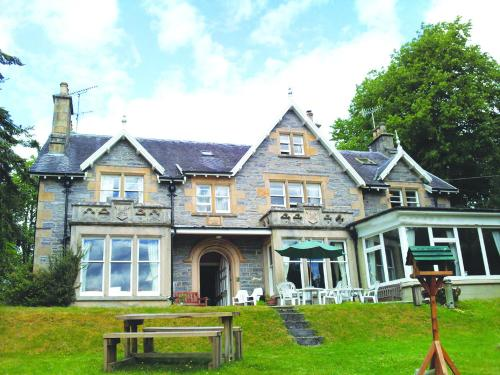 The Ossian's (Bed and Breakfast)