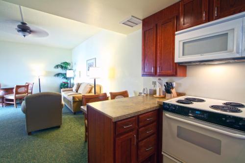 Wyndham Royal Sea Cliff Resort - Kailua Kona, HI 96740