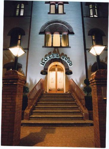 . Hotel 2000