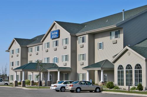 Travelodge & Suites By Wyndham Fargo/Moorhead - Moorhead, MN 56560