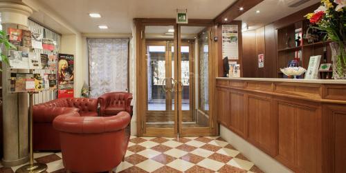 . Hotel Commercio & Pellegrino