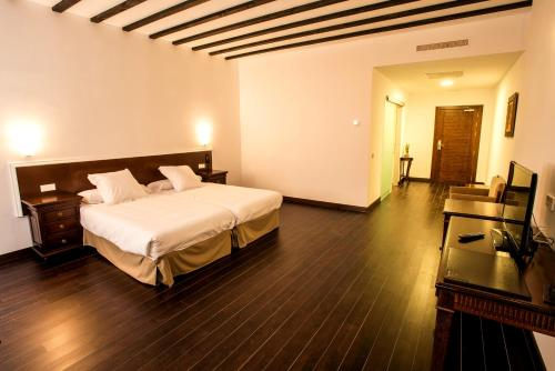 Double or Twin Room Palacio del Infante Don Juan Manuel Hotel Spa 5
