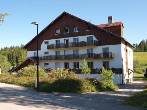 La Roche du Trésor Village Vacances - Hotel - Longevilles-Mont-d'Or