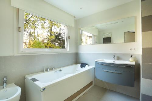 Apartment Neuilly photo 10