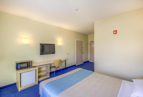 Motel 6 Estevan - Estevan, SK S4A2A4