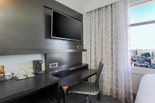 Courtyard by Marriott San Francisco Union Square - image 4