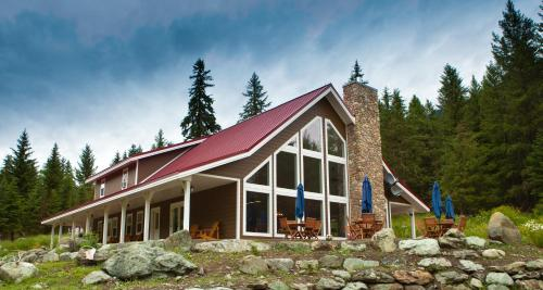 Tod Mountain Guest Cabins (Bed and Breakfast)