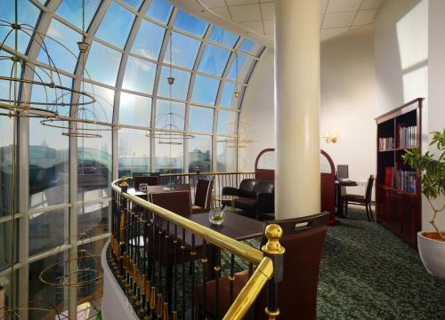 Moscow Marriott Grand Hotel - image 5