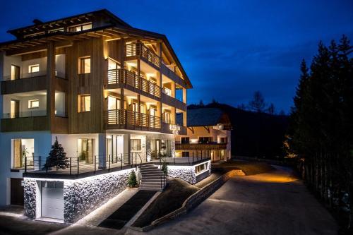 Garni Larix - Hotel - Colfosco