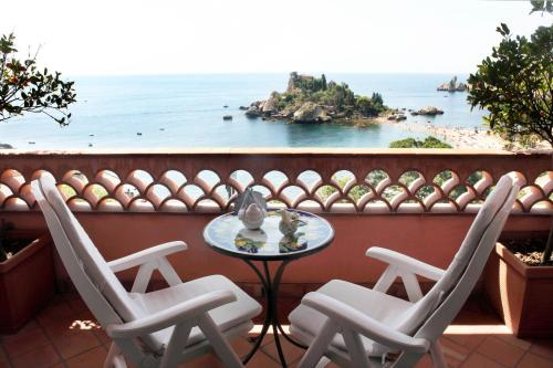 . Mendolia Beach Hotel