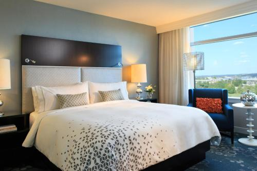 Club level, Guest room, 1 King, City view