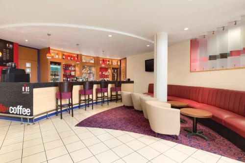 Ramada London North photo 32