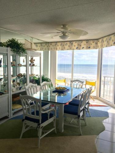 Apartment 404 Ocean Condo