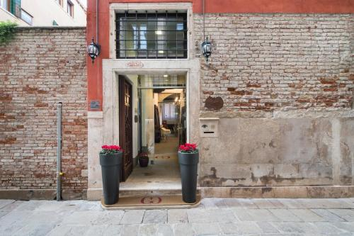 Calle degli Avvocati, San Marco 3836, Venice, Italy.
