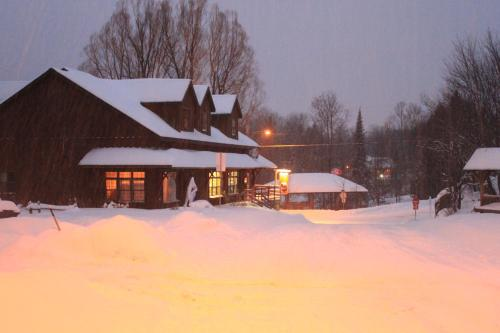 Auberge Micro-Brasserie Le Baril Roulant - Accommodation - Val-David