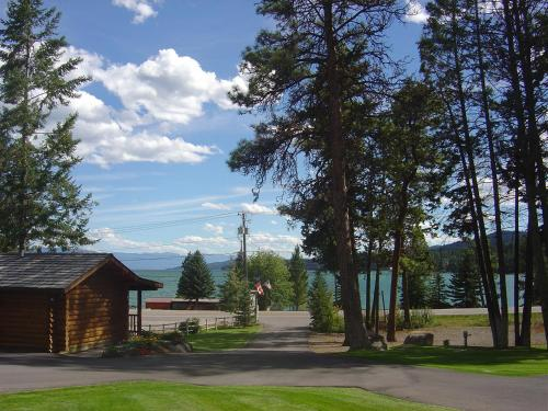 Somers Bay Log Cabin Lodging - Somers, MT 59932
