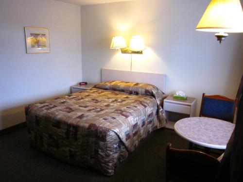 Chinook Motel - Lethbridge, AB T1K 2R1