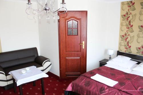 Double Room with Balcony 3