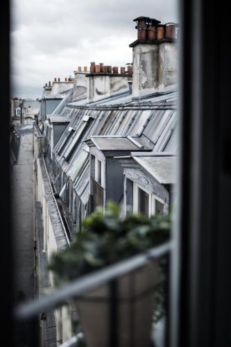 9 Rue Frochot, 75009 Paris, France.