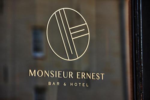 Monsieur Ernest, Pension in Brügge