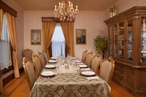 Historic Hutchinson House B&b - Faribault, MN 55021
