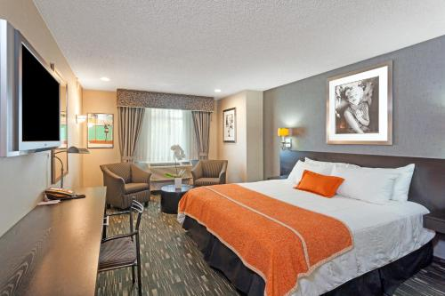 Ramada Plaza By Wyndham West Hollywood Hotel & Suites - West Hollywood, CA 90069