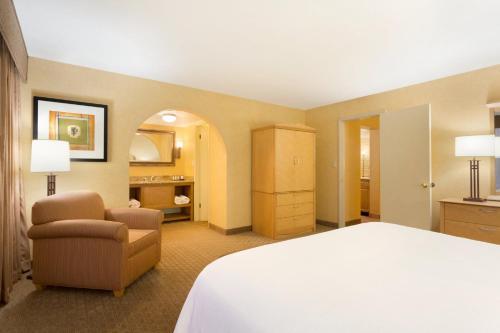 Embassy Suites Phoenix Airport at 24th Street - Phoenix, AZ AZ 85016