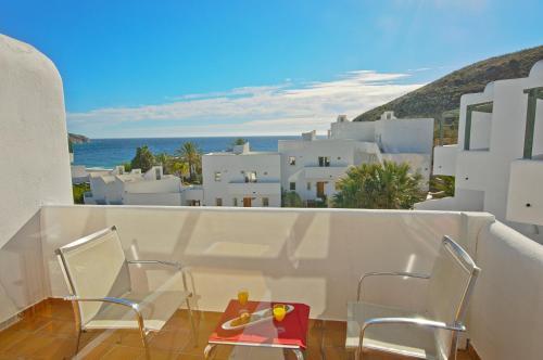Habitación Doble Superior con vistas al mar y bañera de hidromasaje Boutique Hotel El Tio Kiko 14