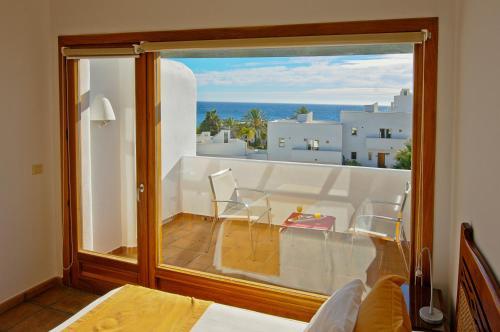 Habitación Doble con vistas al mar y bañera de hidromasaje Boutique Hotel El Tio Kiko 4