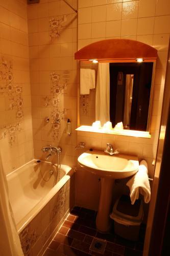 Benczur Hotel photo 28