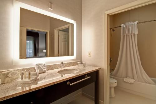 Homewood Suites By Hilton Newark-Cranford - Cranford, NJ 07016