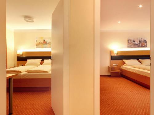 Hotel Kriemhild am Hirschgarten photo 4