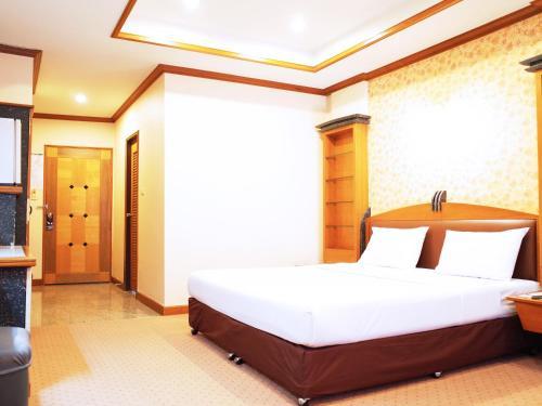 Bavana Hotel photo 28