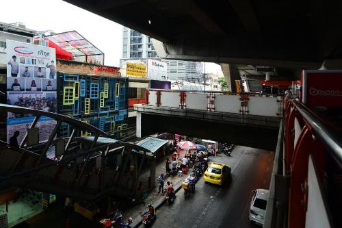 1541-43 Paholyotin Road, Samsennai Saphan Khwai, Bangkok, Thailand.