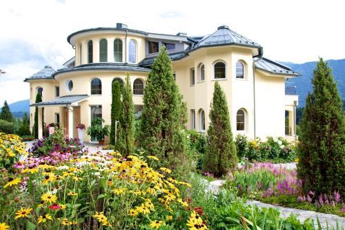 . Villa Victoria
