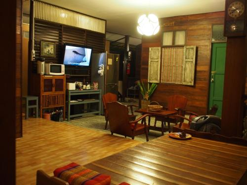 Chommuang Guest House photo 33