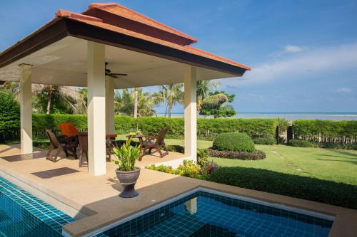 Four Bedroom Beachfront Villa with Pool