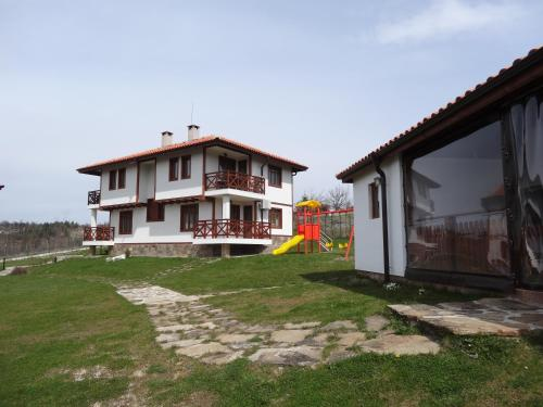 . Guest House Ivanini Houses