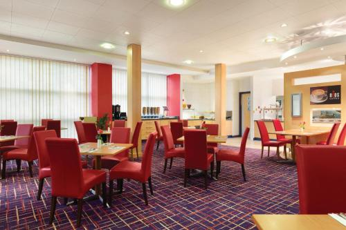 Ramada London North photo 37