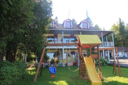 Motel Des Pays D'En Haut - Accommodation - Val-David
