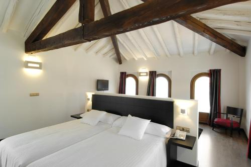 Superior Twin Room Hotel Cienbalcones 8