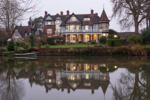 Guards Club Road, Maidenhead, Berkshire, SL6 8DN, England.