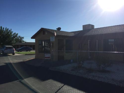 Black Horse Motel - Apple Valley, CA 92307