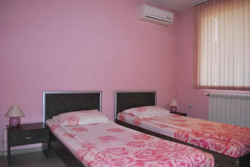 Twin Room with Free Private Parking