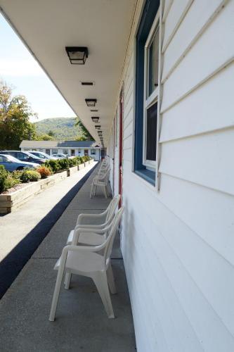 . Monument Mountain Motel