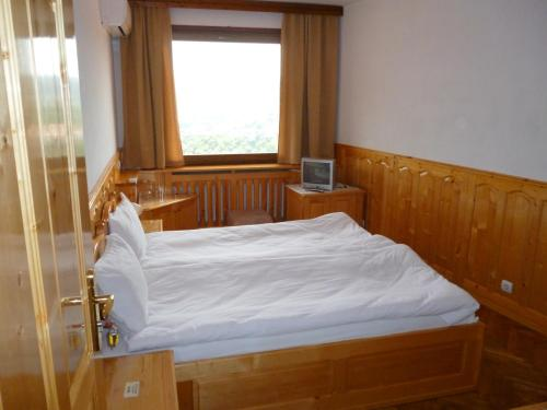 Double Room with View - Free Parking and Tsarevets View