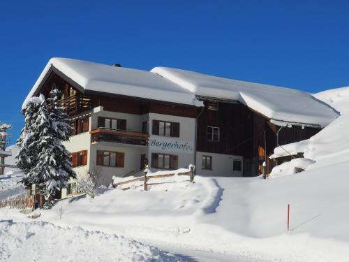 Familienbauernhof Burtscher - Hotel - Fontanella