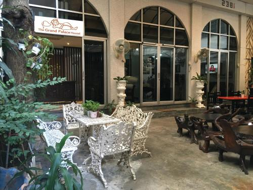 The Grand Palace Hostel photo 2